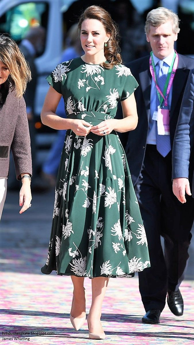 Duchess Kate Blog @HRHDuchesskate The Duchess in a pretty new floral dress today for the RHS Chelsea Flower Show. May 22,2017
