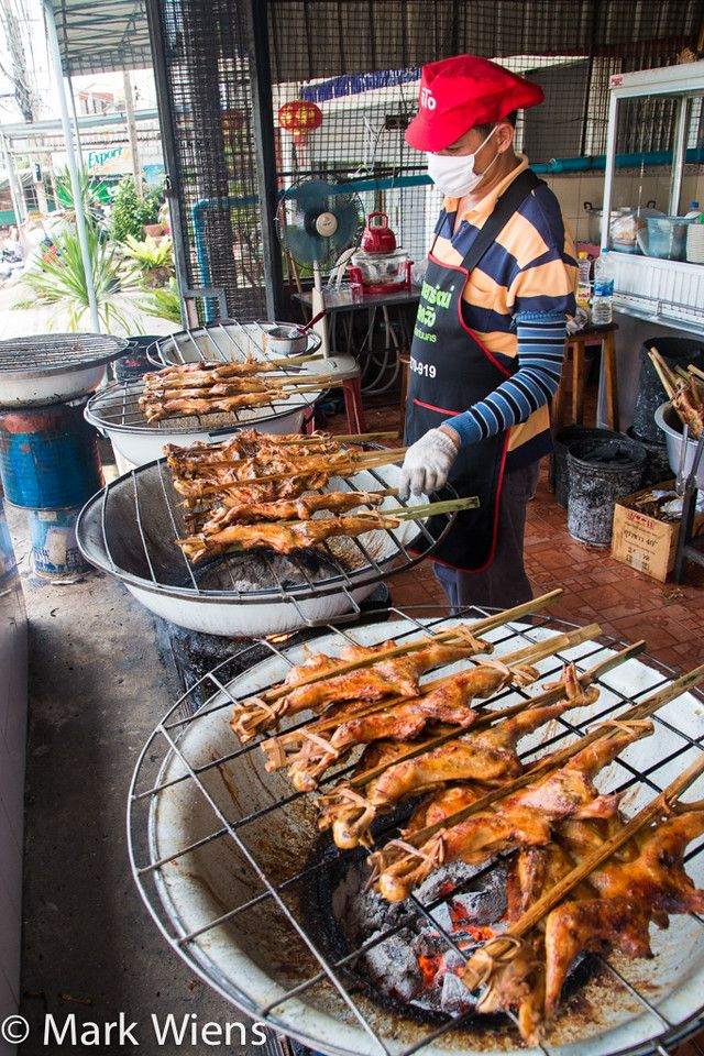 Grilled Chicken Perfection in Khon Kaen (ไก่ย่างระเบียบเขาสวนกวาง) - http://www.eatingthaifood.com/2014/10/grilled-chicken-khon-kaen-restaurant/