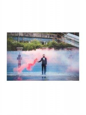 HKliving-kunstlijst-foto-helder-zwembad-leeg-zwembad-man-baard
