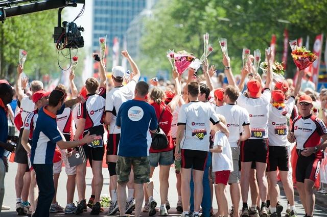 Roparun finish 2012 op de Coolsingel in Rotterdam
