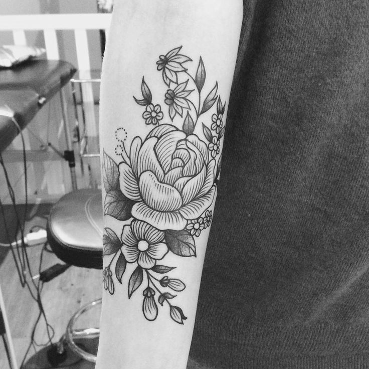 Merci Audrey ! #tattoo #armellestb #black #blacktattoo #blackwork #blackworkers #flowerslovers #flower #flowers #flowerstattoo #flowerpower #flowermagic #floweroftheday #plants #engraving #engravingtattoo #engraved #blackart #blxckink #blacktattooart #blackworkerssubmission #blacktattoomag #btattooing #imbw #tttism #vgnink #tattooisartmag #chezmémétattoo @chez_meme_paris #paristattoo #paris