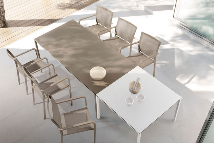 enyo-chairs-taupetable Manutti - Belgian Outdoor