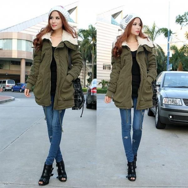 Женская куртка удлиненная с капюшоном в стиле милитари