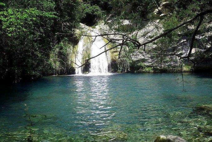 """Gorg Blau a Sant Aniol Aguja a la Garrotxa, Girona. Més """"piscines"""" naturals a: http://www.escapadarural.com/blog/piscinas-naturales/"""