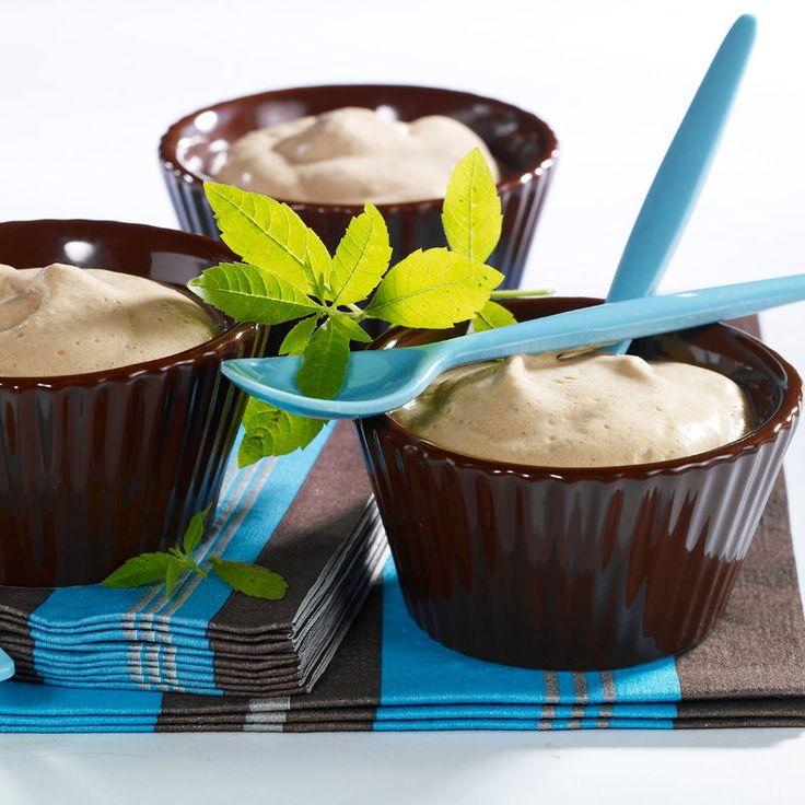 Découvrez la recette Mousse au café sur cuisineactuelle.fr.