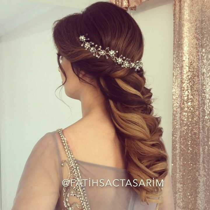 O Cok Begendiginiz Nisan Saci Modelimiz Kesfet Kuafor Love Hair Makyaj Makeup Istanbul Orgu Sacmodelleri