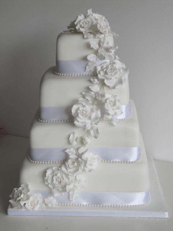 Torte nuziali con rose bianche (Foto) | Donna