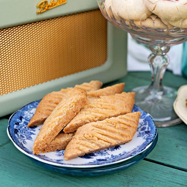 Sega och knapriga glutenfria kolasnittar som snabbt blir en favorit, tidningen hembakat, kolakakor, fullkornsrismjöl, klibbrismjöl, rismjöl, potatismjöl, tapiokastärkelse, xantangummi, ljus sirap, småkakor, småkaka, naturligt glutenfritt, naturligt glutenfri bakning,