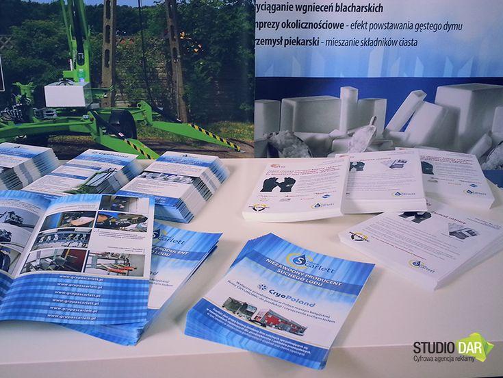 Przygotowaliśmy materiały reklamowe na targi ENERGETAB, dla Grupy Scarlett. W skład zestawu wchodziły roll-upy, ulotki, gadżety reklamowe, długopisy, smycze. http://www.studiodar.pl/nasze-realizacje/gadzety-reklamowe-dlugopisy-bryloczki/