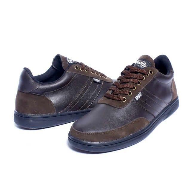 Brave Poiters, Warna: Dark Brown, Size : 40-44 Untuk Pemesanan Online Kunjungi : www.rockford-footwear.com *Gratis pengiriman ke seluruh Indonesia Email: contact@rockford-footwear.com Pin :...
