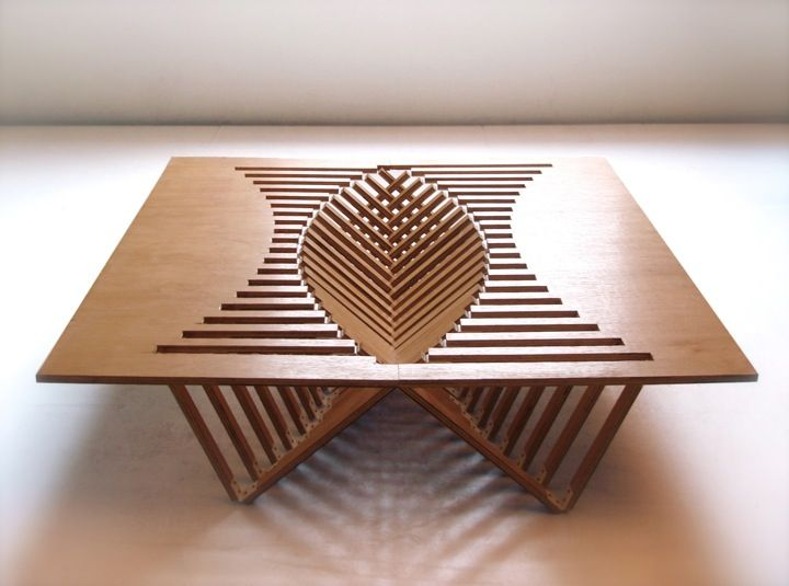 Rijzende meubels - Als ik deze afbeelding hieronder zie denk ik aan een ingewikkeld bouwpakket waarmee je uren bezig bent om het in elkaar te zetten voordat het ook maar ergens op begint te lijken, maar de schijn bedriegt! Ontwerper Robert van Embriqs is er in geslaagd om in de serie 'Rising Furniture' een platte houten plank om [...] Read more: http://www.6voor1.nl/2012/03/rijzende-meubels/