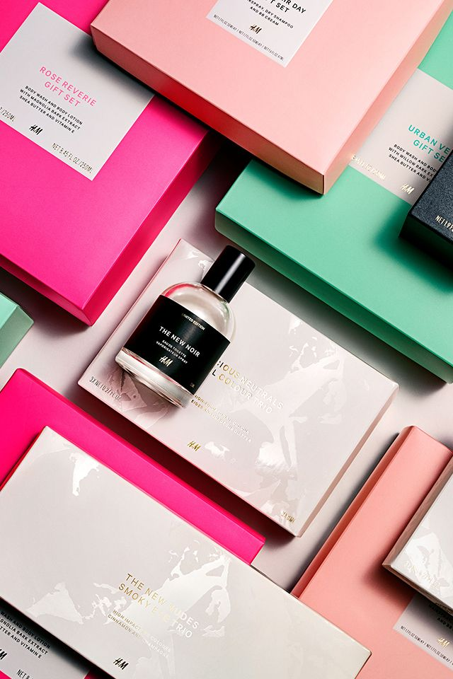 Looking for the perfect beauty gifts? Have a look at our limited edition gift sets that include  glamourous make up sets, lovely bath & body products. | H&M Beauty