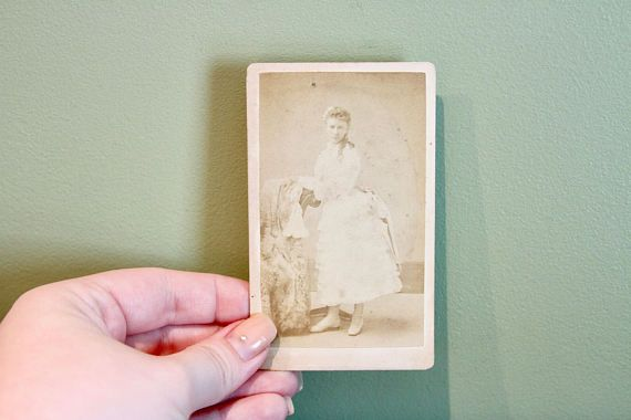 Pretty Woman Antique CDV Carte de Viste Photo. Late 1800s