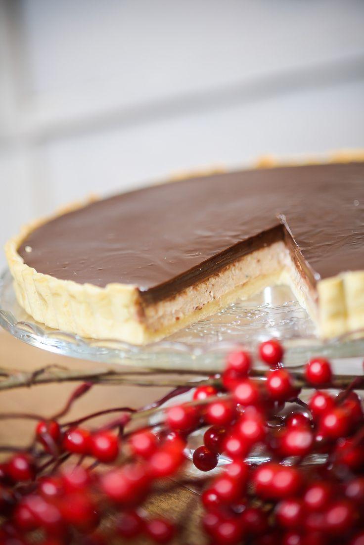 Gesztenyés-tonkababos tarte  Omlós tészta, gesztenye krémmel töltve, kis rummal bolondítva, tonkababos csokoládéval leöntve.