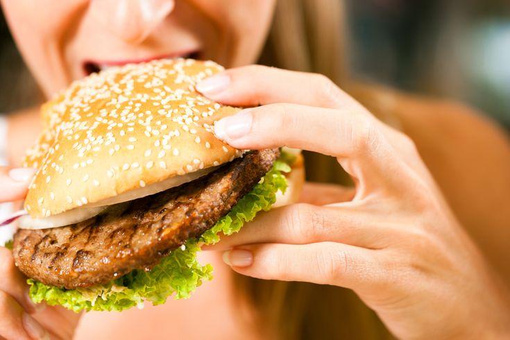 Ravitsemusterapeutti:+Hampurilaisaterian+sijaan+kannattaisi+syödä+kaksi+hampurilaista