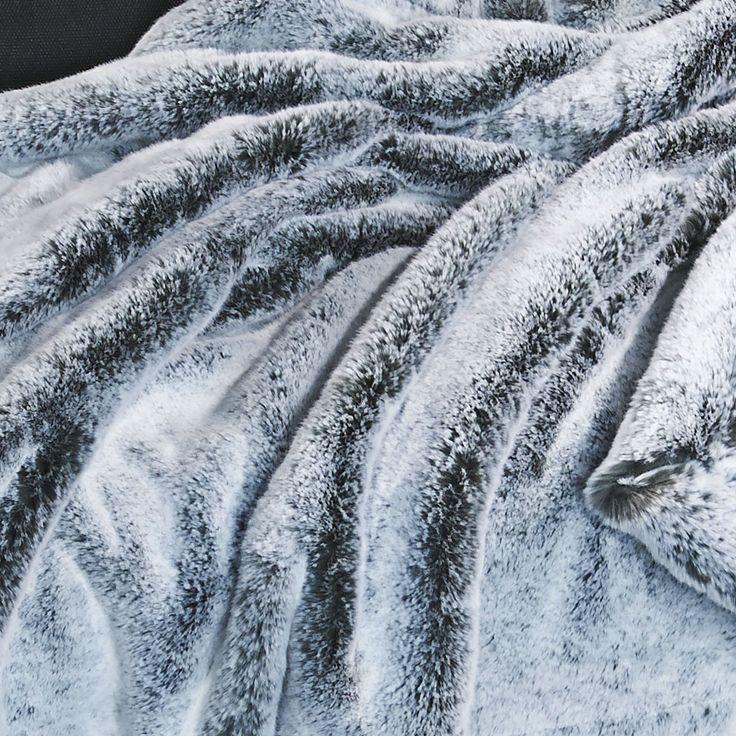 les 62 meilleures images du tableau plaids et couvre lits en fausse fourrure sur pinterest. Black Bedroom Furniture Sets. Home Design Ideas