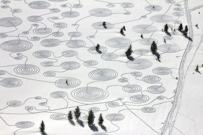 Magical snow drawings by Sonja Hinrichsen