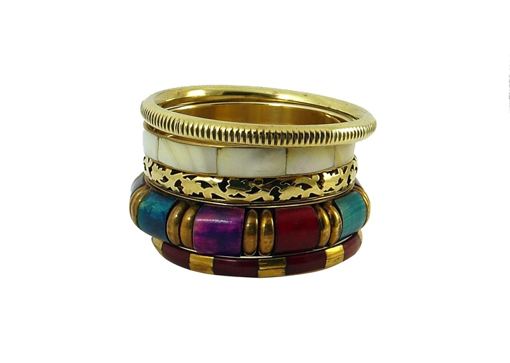 This is a set of 5 bangles. One colorful wide bangle in shades of blue, green, purple and red .One in beautiful mother of pearl sheen. one has lace like leaf pattern that's all hand carved. There is also one classic dark bangle with elegant brass stations. There is one ribbed gold tone bangle that completes this set.