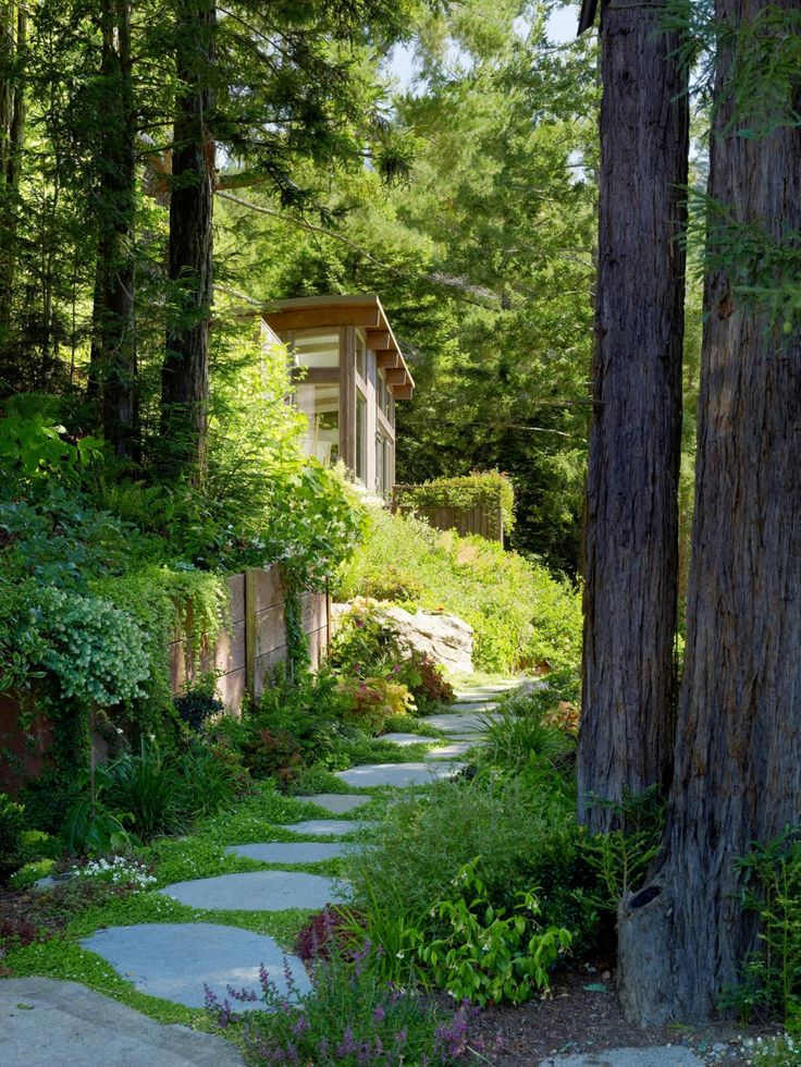 Au vert !Mills Valley, Small Cabin, Valley Cabin, Summer House, Gardens Paths, Feldman Architecture, Stones Paths, Step Stones, Into The Wood