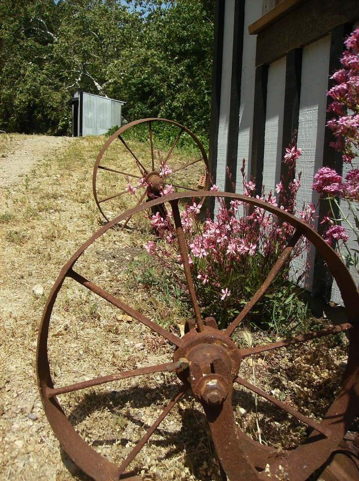 48 best images about things i look for at flea markets on for Things to do with old wagon wheels