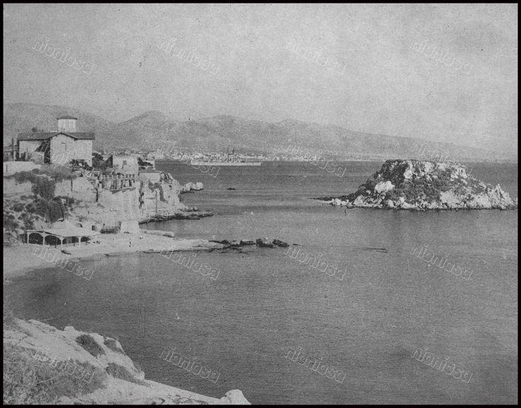 Η παραλία της Καστέλλας και η νησίδα Κουμουνδούρου, Πειραιάς, 1966.