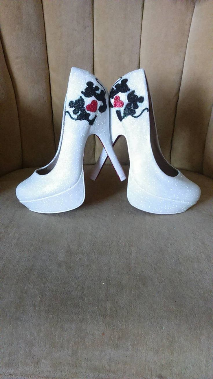 Mini and Mickey mouse fan art heels. Sizes 5.5-11. Custom hand painted and sealed. Tall heels . Short heels. Bridal shoes. Mini mouse. by GlamAndGloryLab on Etsy https://www.etsy.com/listing/235867054/mini-and-mickey-mouse-fan-art-heels