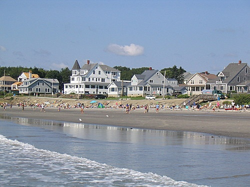 Higgins Beach, Scarborough. Sm lot for 75 free before 9 am, otherwise parki g$10 and often full. Bayview ave.no parking on st 4/1 to 10/1.