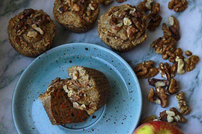 jablečno-mrkvové muffiny s ovesnými vločkami a chia semínky