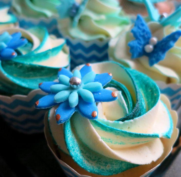 blue swirl rosette cupcakes