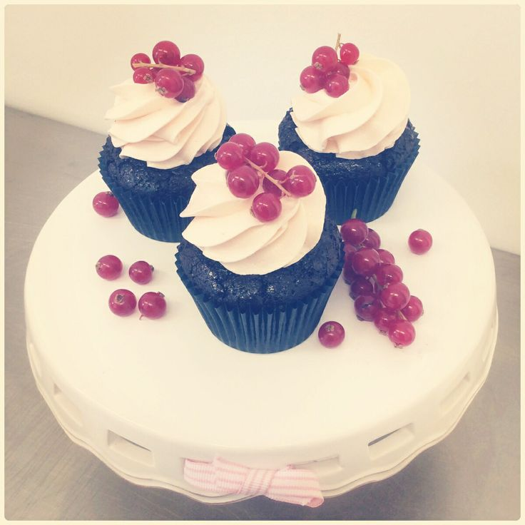 Vegan chocolate and red currants cupcake.