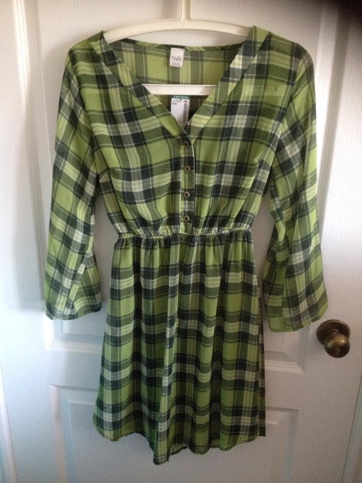 Twik by simons. Size medium. NWT. Sheer fabric but has a detachable solid lining inside.10$ + shipping
