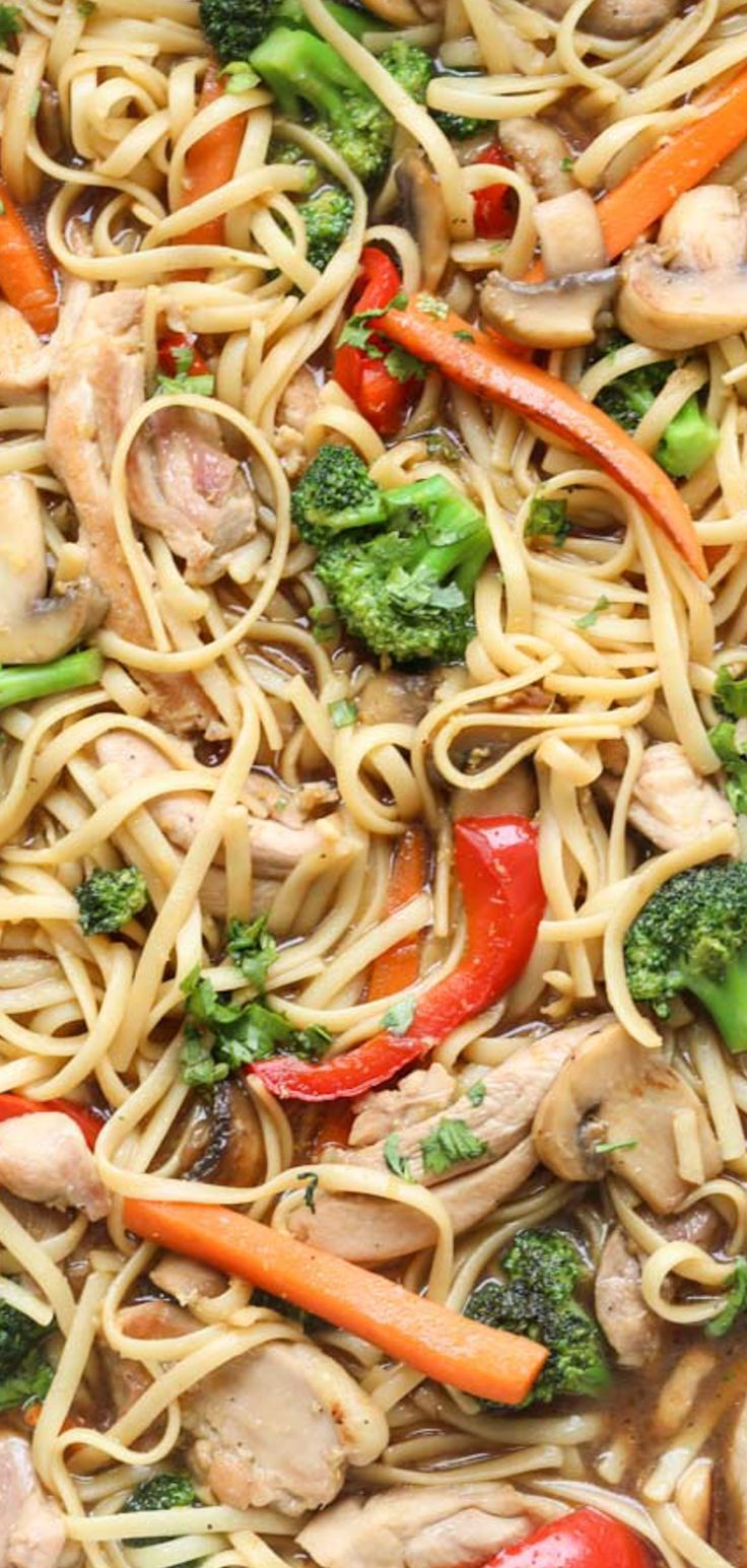 Stir Fry With Pasta Chicken Peppers Mushrooms And Broccoli All Mixed With A Homemade Sauce Stirfry Noodle Recipes Chicken And Vegetables Dinner Recipes