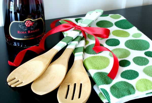 Paint the handles of wooden utensils to match a decorative towel.  Simple hostess gift.