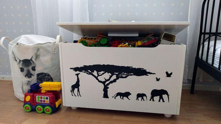 Sisustustarra. Lelulaatikon eläimet. :) Tämäkin sisustustarra löytyy verkkokaupasta www.kymppitarra.fi