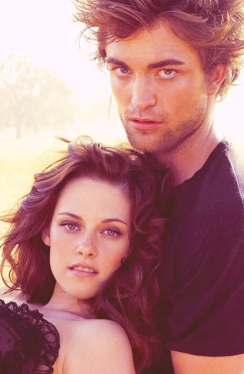 "Kristen Stewart and Robert Pattinson in a photo shoot for ""Vanity Fair"" magazine 2008....."