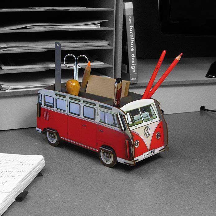 Aparca la furgoneta T1 de Volkswagen en tu escritorio...