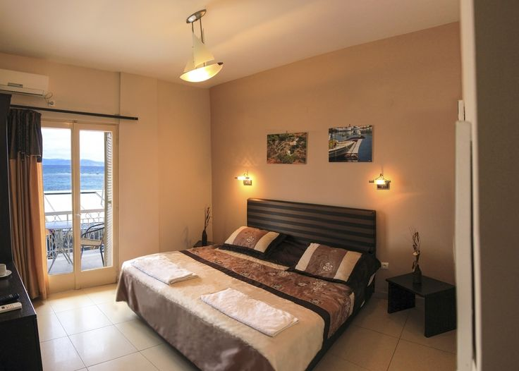 Twin room and seaview - Plaza Hotel Aegina island Greece