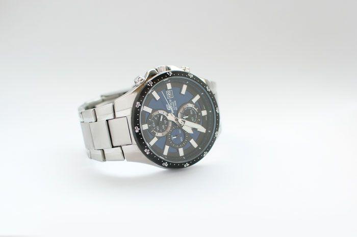 Srebrny zegarek Casio z serii Ediface. Modny i elegancki sportowy zegarek.  http://blog.kingy.pl/bizuteria/item/40-meskie-zagarki-twarza-w-twarz-z-kingy