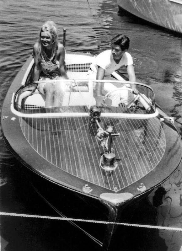 Brigitte Bardot and Sami Frey on a Riva in Saint -Tropez #riva #brigittebardot