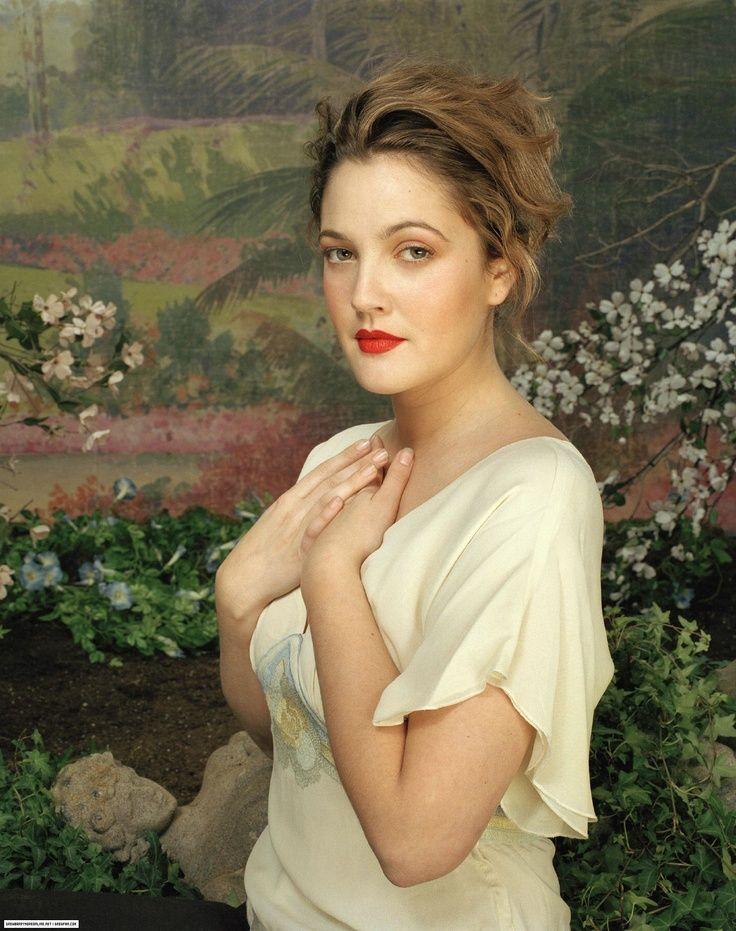 doesn't she look like a perfect old painting? DREW BARRYMORE