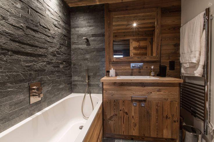 Красивый дизайн ванной комнаты: 120 фото различных стилей оформления http://happymodern.ru/krasivyy-dizayn-vannoy-komnaty/ Компактная ванная в стиле шале