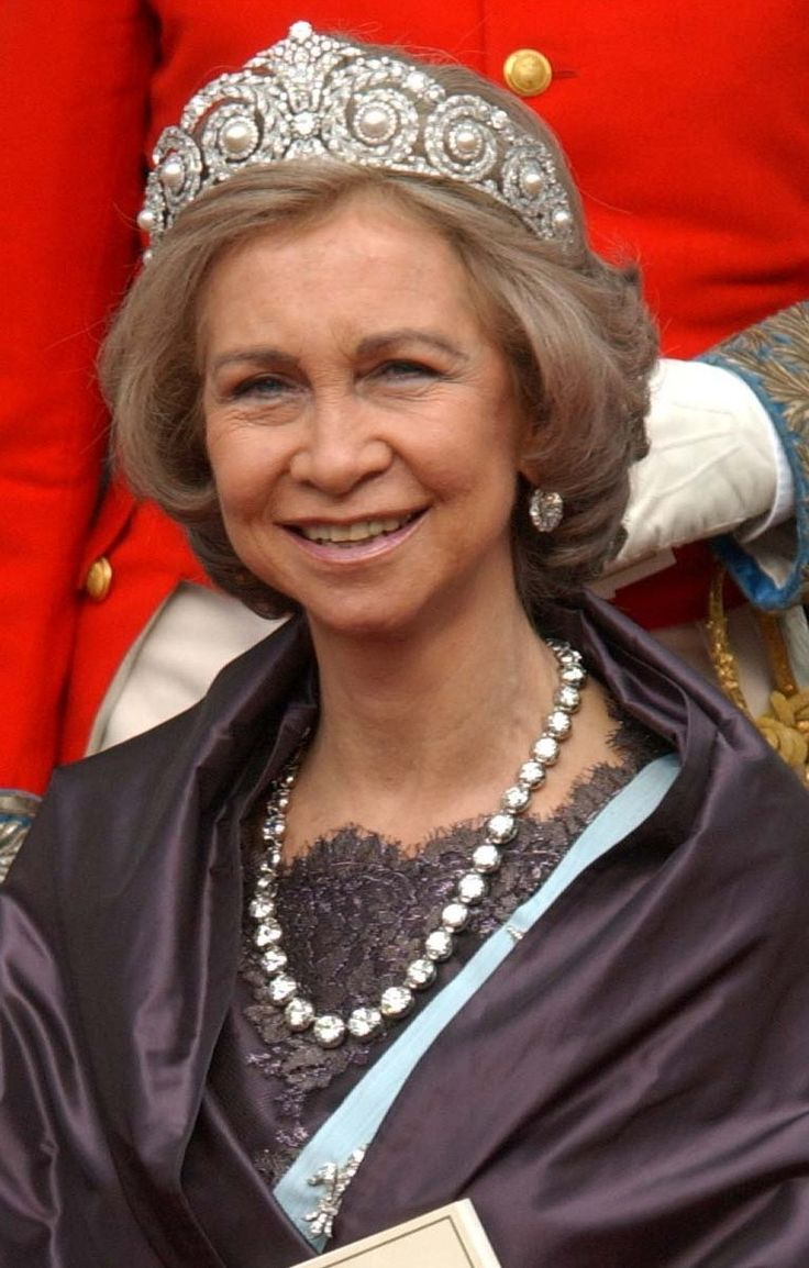QUEEN SOFIA OF SPAIN ~ Wearing the diamond and pearl tiara and long diamond rivière.