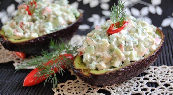 Нежный салат из авокадо с крабовыми палочками