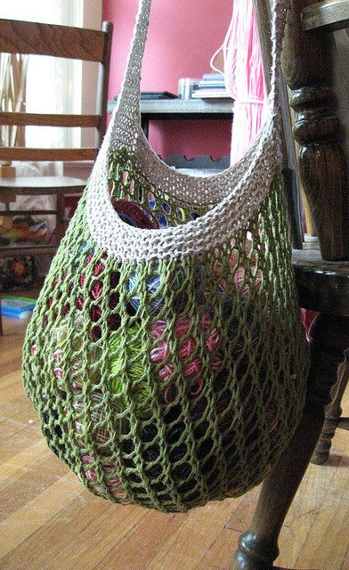 simple/beautiful grocery/farmers market bag - free download pattern on ravelry. ★ Teresa Restegui http://www.pinterest.com/teretegui/ ★
