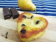 De bons petits fars bretons individuels, au chocolat et à la poire avec un peu de vanille ! un régal !!  http://www.recettes-bretonnes.fr/gateaux-bretons/far-breton-individuel-poire-chocolat.html