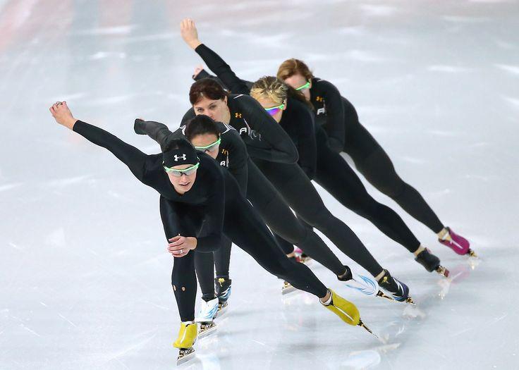 US Olympic Teamspeed skate practice.-looks more like synchronized speed skating