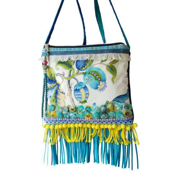 Franje tasje Ibiza stijl, hippie tasje turquoise geel, festival tasje bloemen en franje, stoffen tas handgemaakt cadeau dames one of a kind