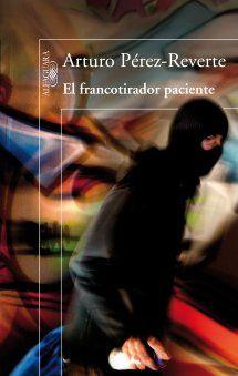 El francotirador paciente. Una novela muy menor de A. Pérez-Reverte. Muy forzado el final y poco desarrollo de los personajes en general, en mi humilde opinión. Parece eso sí una metáfora de Podemos.