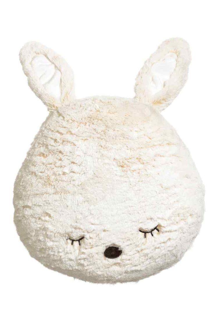 Coussin en peluche souple: Coussin fantaisie en peluche douce avec yeux brodés et applications. Garnissage polyester. Hauteur 35 cm environ.