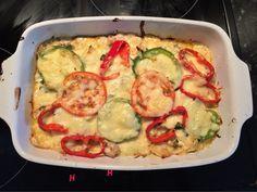 Det här blev GOTT! Riktigt jäkla gott till och med :) Älskar verkligen att laga mat, terapi! Kycklinggratäng Vitkål 1 Gul lök Några vitlöksklyftor 2 kycklingfil